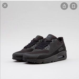 Nike Air Max 90 Ultra 2.0 Boy's Black Sneakers 3.5